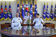 Adm. Scott Swift, commander of U.S. Pacific Fleet, meets with Republic of Korea (ROK) Navy Vice Adm. Lee, Ki-Shik, the commander of ROK Fleet, during a three-day visit to the ROK. (U.S. Navy/MC3 Wesley J. Breedlove)