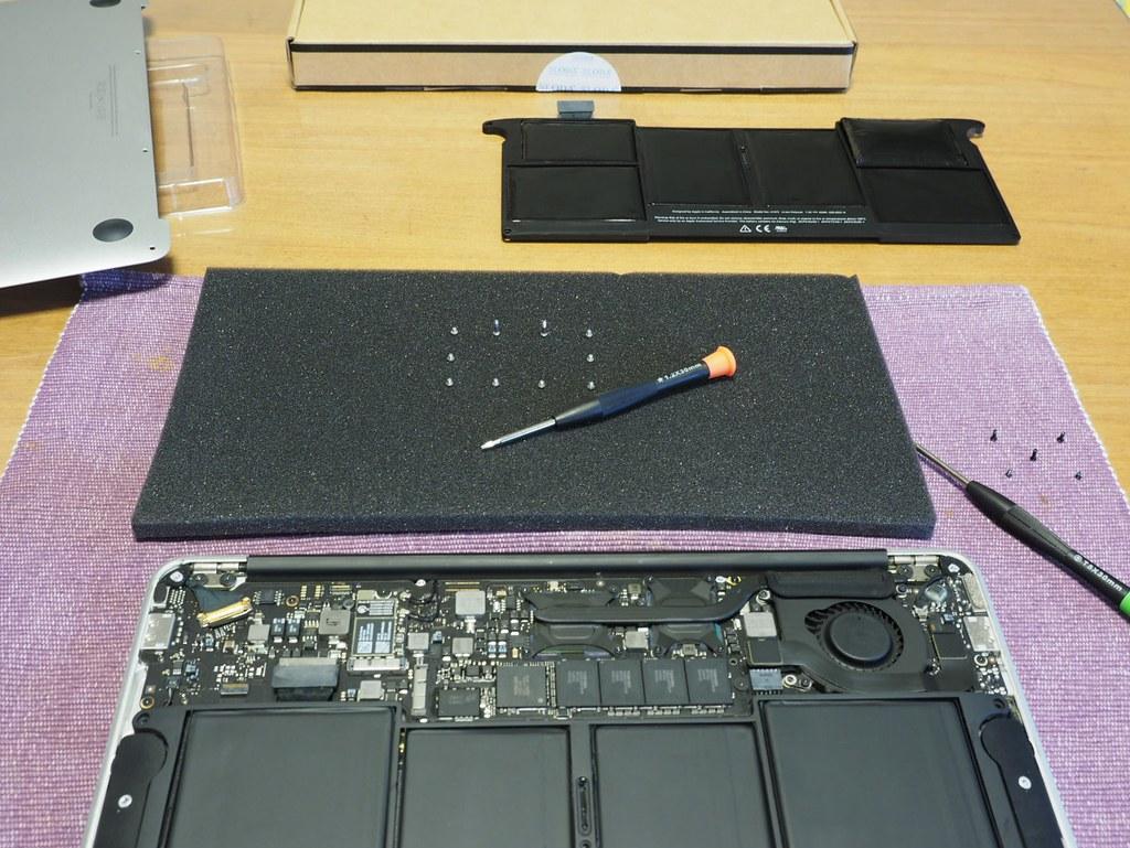 MacBookAir11-Battery06