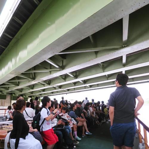 国際展示場から日の出桟橋へ。一気乗客が増えた!そういえば、ビッグサイトでおもちゃショーをやってたもんね。