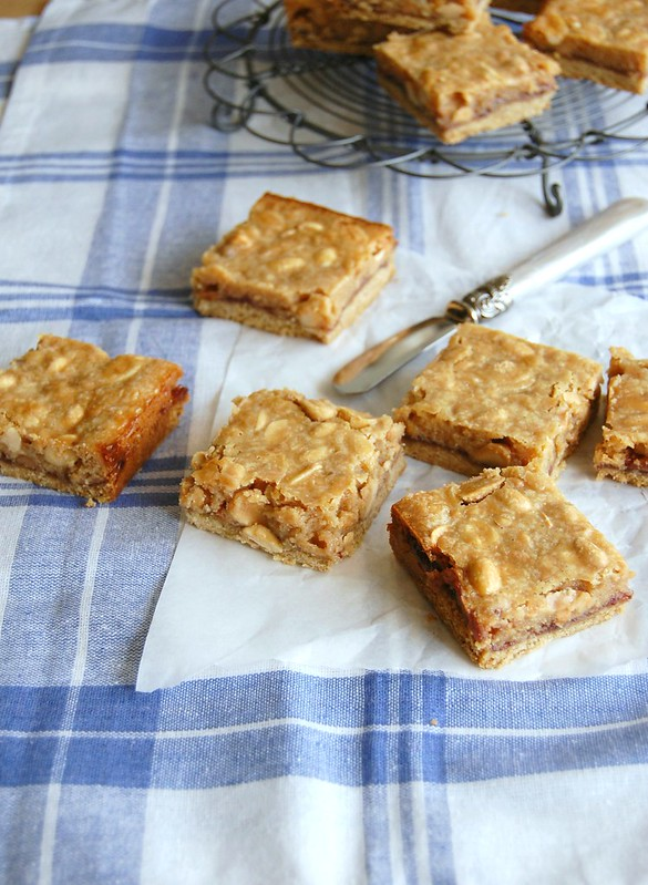 Pb & jelly bars / Barrinhas de manteiga de amendoim e geléia