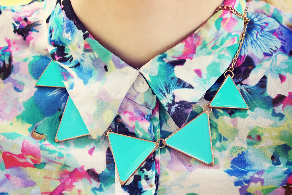 floral, necklace, triangle necklace, mint green necklace, style, fashion, blogger, outfit details