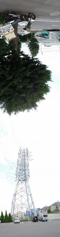 鉄塔とバイク便