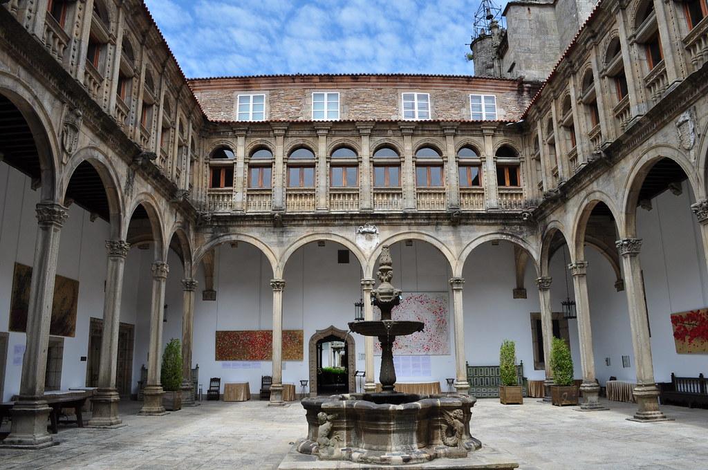 Cloître Renaissance St Marc, ancien hôpital des Pèlerins, aujourd'hui Hôtel des Rois Catholiques, St Jacques de Compostelle, province de La Corogne, Galice, Espagne.