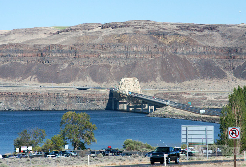 Approaching the crossing of the Columbia River.