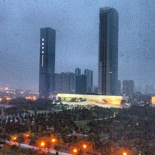 Wuxi. Un bled même pas secondaire, 2 millions d'habitants et des tours plus hautes qu'à la Défense.