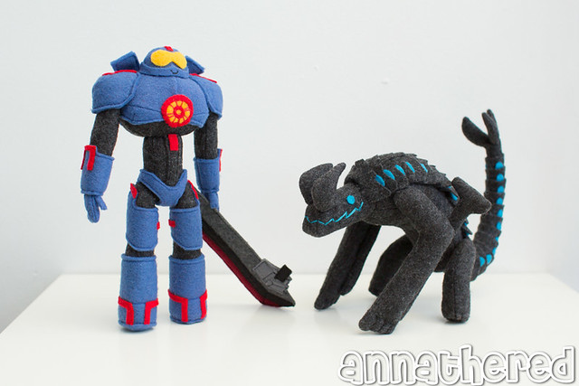 stuffed stuff: Gipsy Danger & Otachi, based on the painting of Pacific Rim by Scott Campbell