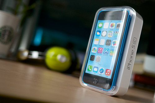 What's The Difference Between The iPhone 5s and The iPhone 5c, Anyway?