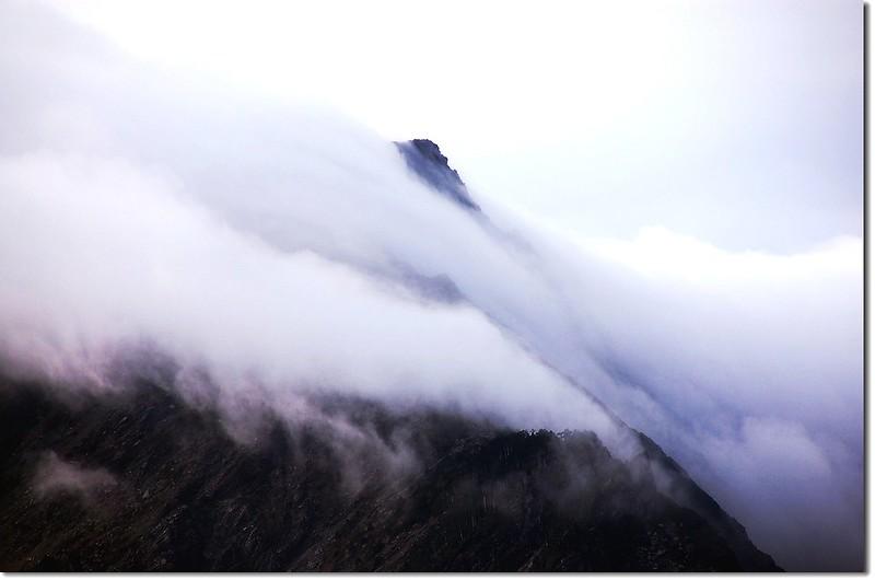 霧鎖奇萊北 7