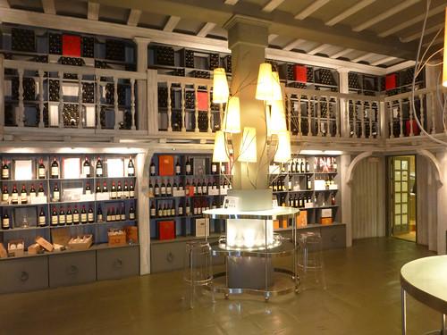 Interior de la tienda y vinoteca