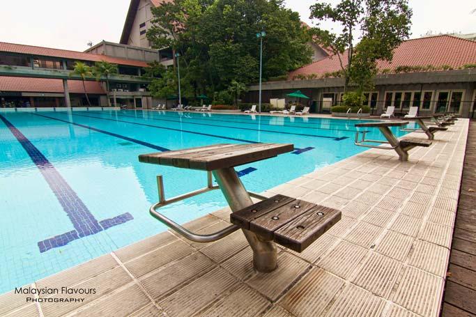 swimming-pool-close-up-holiday-villa-hotel-suites-subang