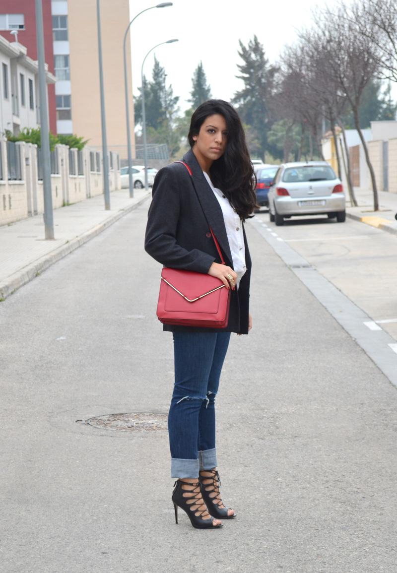 Florencia Blog Broken jeans red bag 1