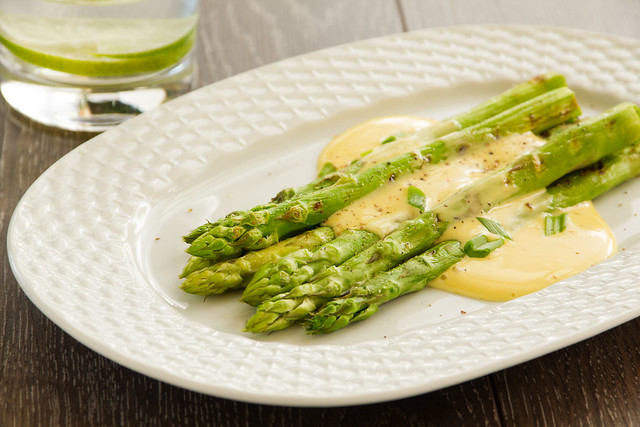 Grilled asparagus with hollandaise sauce.