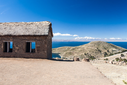 blue lake mountains building laketiticaca titicaca view bolivia lapaz isladelsol 126kmnwoflapaz