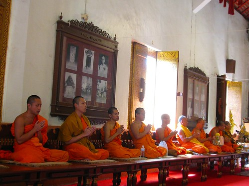 Monjes en Wat Phra Singh