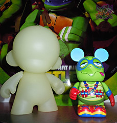 "Vinylmation ZOOPER HEROES :: 'ZIPPY THE ROCKET TURTLE' - DISNEY VINYL 3"" x // .. with KIDROBOT D.I.Y. Mini MUNNY,GLOW IN THE DARK Edition  ((  2013 ))"