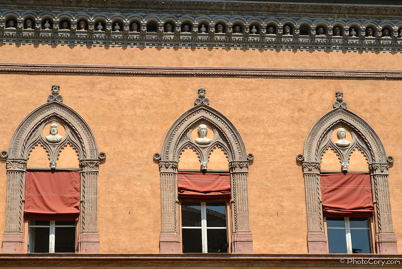 windows in Corte Isolano, Bologna
