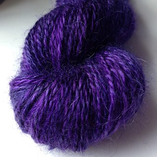 Just finished spinning this lovely mohair/silk from #hilltopcloud #handspun #knitting #yarn