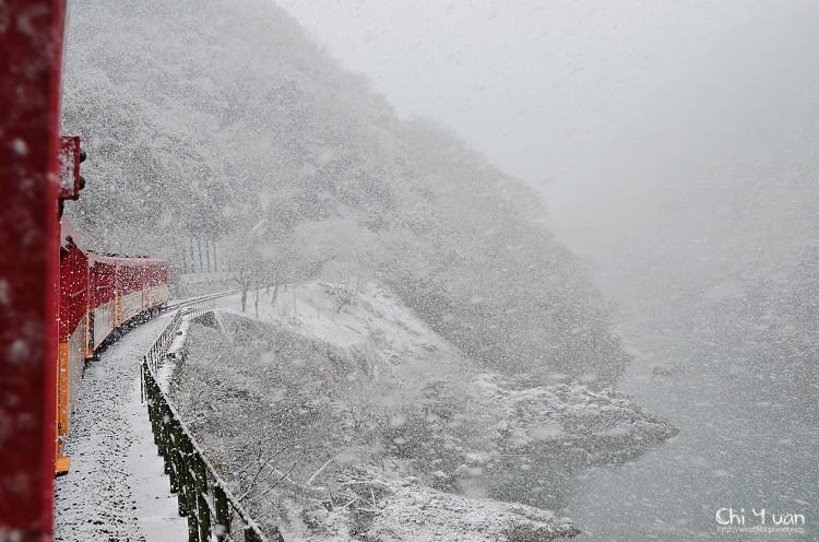 嵯峨野觀光鐵道-冬雪01.jpg
