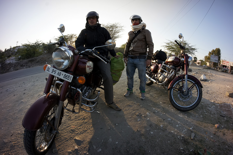 Мототрип по Индии 2013. Часть 2 - Удайпур, Патан, Модхера. Гуджарат, Индия