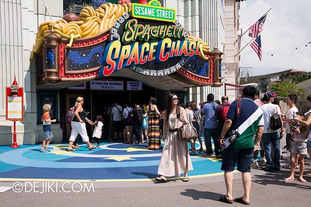 Universal Studios Singapore - Sesame Street Spaghetti Space Chase queue 2