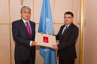 NEW PERMANENT REPRESENTATIVE OF TURKEY PRESENTS CREDENTIALS TO DIRECTOR-GENERAL OF UNITED NATIONS OFFICE AT GENEVA