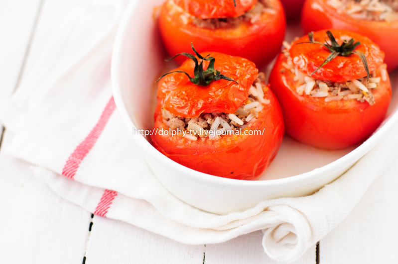Baked Tomatoes Stuffed with Rice and Beef Mince