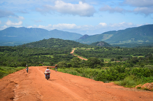 The dirt road to Ganda