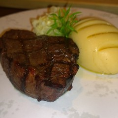 steak, roasting, pork chop, rib eye steak, sirloin steak, salisbury steak, beef tenderloin, food, dish, cuisine,