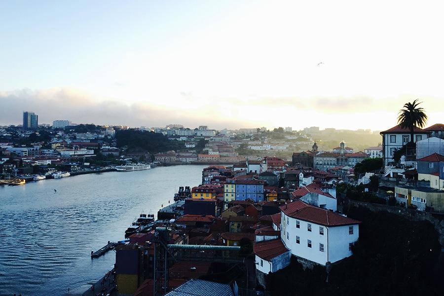Porto maisema sillalta