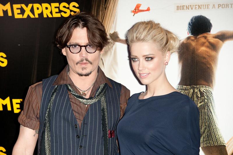 Джонни Депп в очках с женой