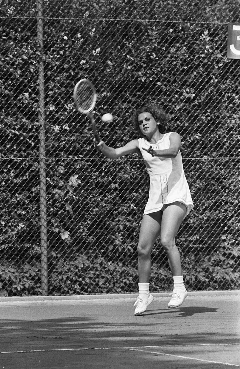 Australian tennis player Evonne Goolagong at the 1971 Dutch Open tournament in Hilversum.