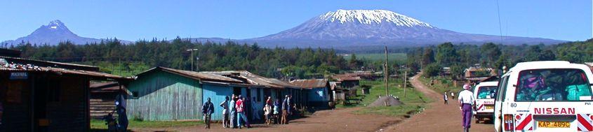 Biketour Kenja-Kilimanjaro. Ideales Biketerrain vor Mawenzi und Kilimanjaro mit Kibo. Foto: Archiv Härter.