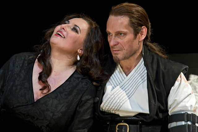 Simon Keenlyside as Macbeth and Liudmyla Monastyrska as Lady Macbeth in Macbeth © ROH / Clive Barda 2011