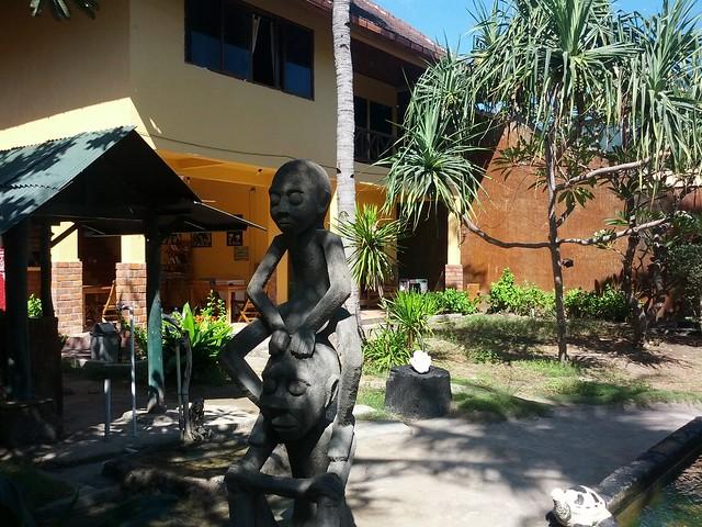 Статуя негритят