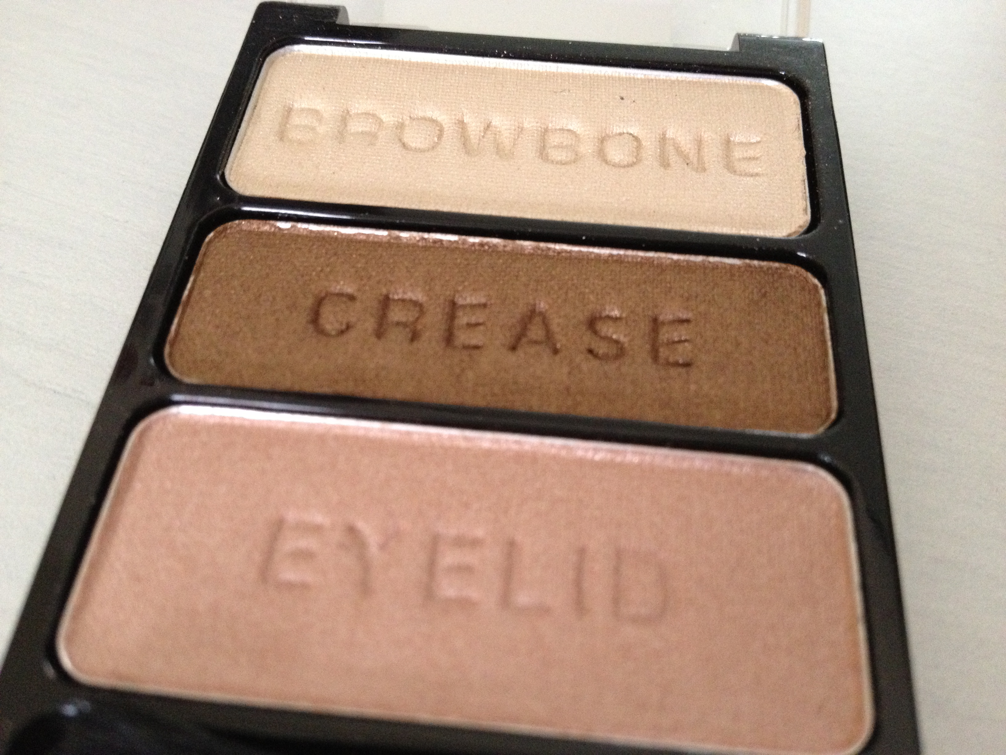 Wet_N_Wild_Eyeshadow_Palette_'Walking_On_Eggshells' (2)