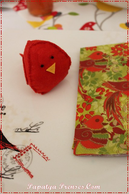 kuşlu kırmızı sofra 008