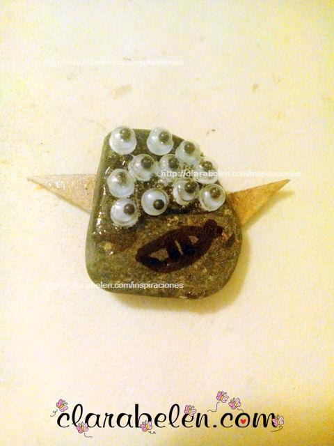 Monstruo de Halloween hecho con una piedra