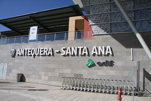 Rótulo de entrada a la estación de Antequera Santa Ana