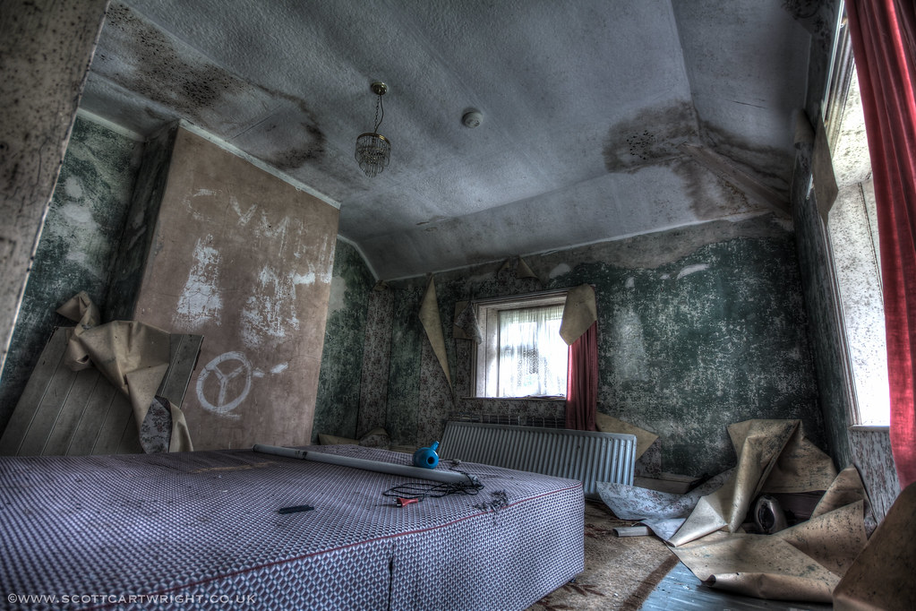 Abandoned Bedroom HDR | Scott Cartwright Photography