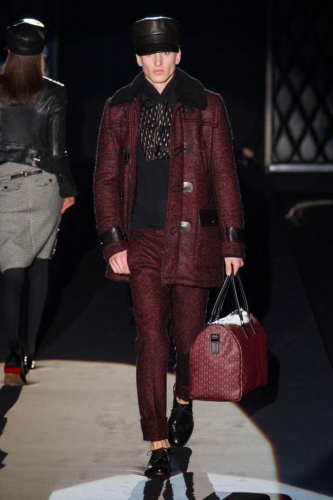 Jeroen Smits3191_FW15 Milan  Daks(fashionising.com)