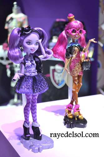 Ever After High Toys R Us : Mattel s ever after high showcase new york toy fair