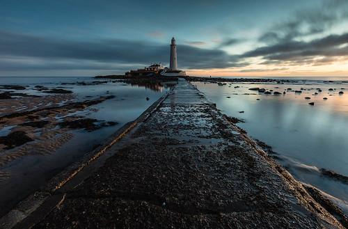 lighthouse seascape sunrise landscape northumberland whitleybay stmaryslighthouse northeastengland bluescape