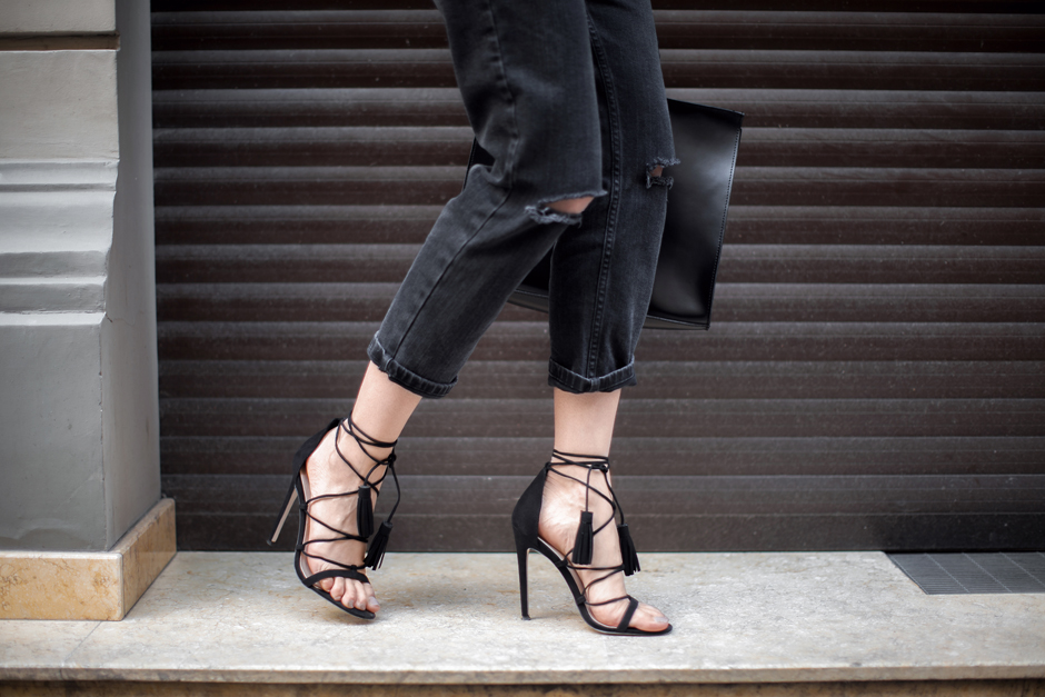 lace-up-heels-sandals-outfit-street-style-blogger-look