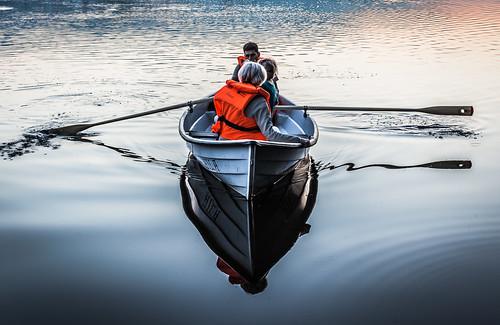 sunset sun lake espoo lens landscape 50mm prime boat sundown kesä vene järvi auringonlasku aurinko pitkäjärvi laaksolahti soutaa