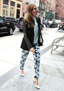 Jessica Alba White Pumps Celebrity Style Women's Fashion