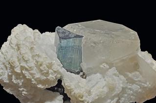 tourmaline var. indicolite, albite var. cleavelandite, quartz