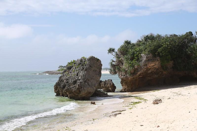 海岸的礁岩