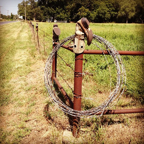 Found this fence line with boots on the post in South Manhattan today. #manhattanks #bicycle