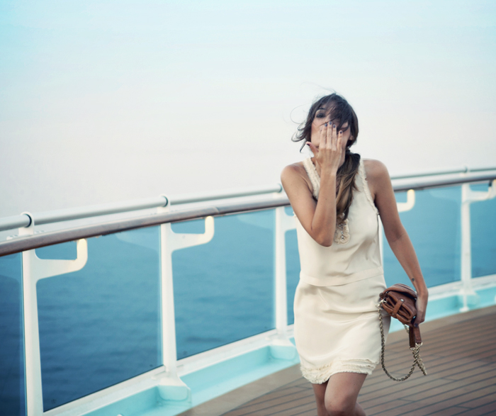 street style barbara crespo travels captains dinner mediterranean cruise outfit