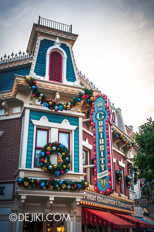 HKDL - Main Street USA Christmas Town - Curiosity